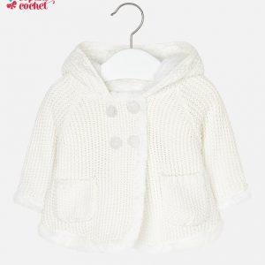 cardigan-bebe-cu-gluga-tricotat-si-imblanit-pt-fetite-alb